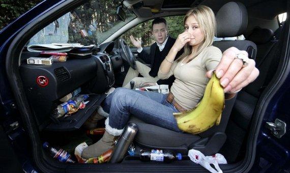 Как устранить неприятные запахи в салоне автомобиля.